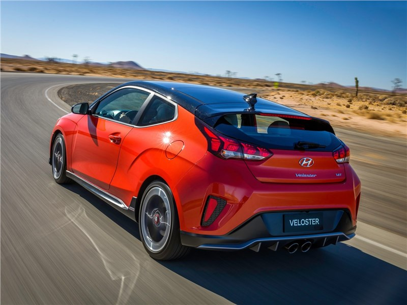 Hyundai Veloster 2019 вид сзади