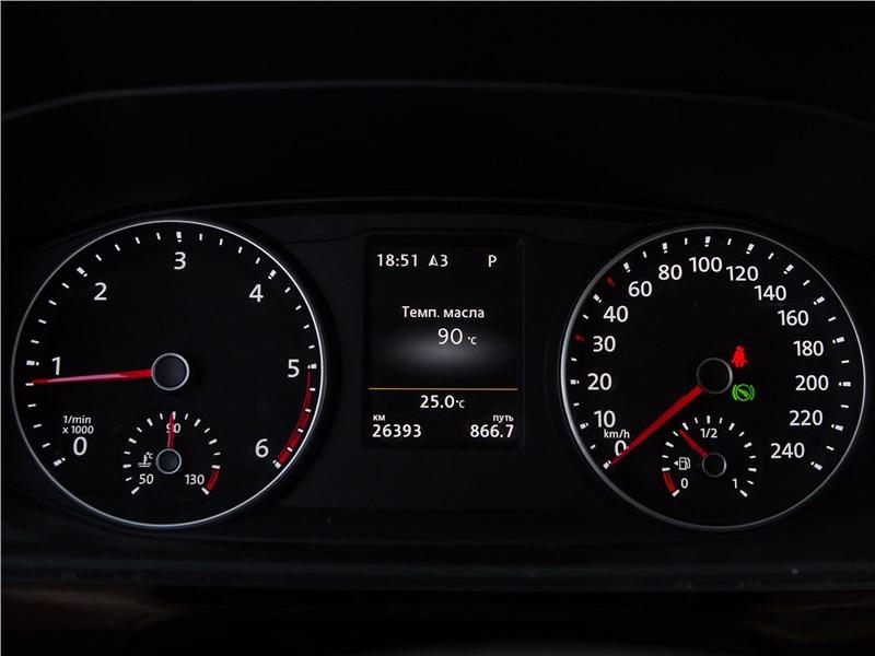Volkswagen Multivan Highline приборная панель