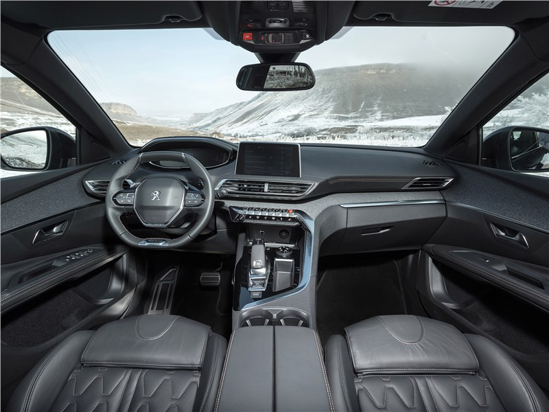 Peugeot 5008 2017 салон