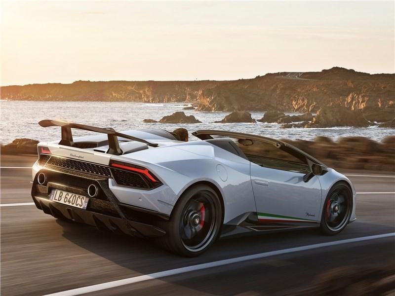 Lamborghini Huracan Performante Spyder 2019 вид сбоку