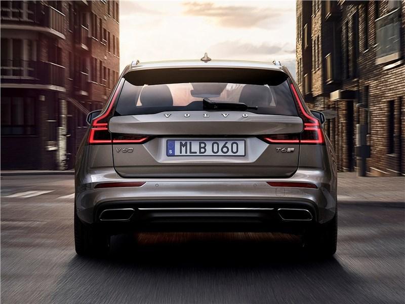 Volvo V60 2019 вид сзади
