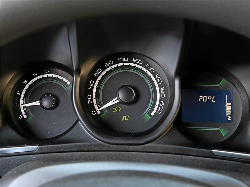 Lada XRay 2018 приборная панель