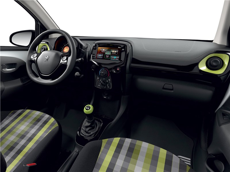 Peugeot 108 2019 салон