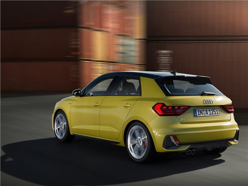 Audi A1 Sportback 2019 вид сзади сбоку