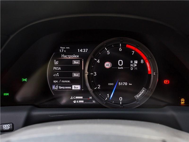 Lexus LS 500 F Sport 2018 приборная панель
