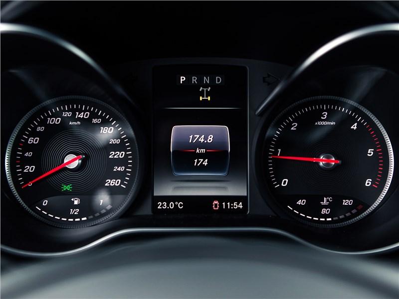 Mercedes-Benz X-Class 2018 приборная панель