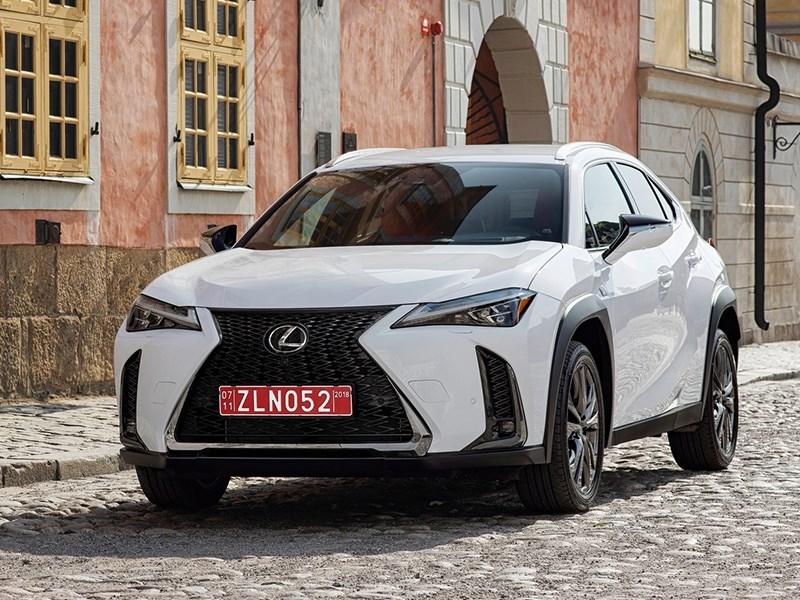 Лёгкий кроссовер Lexus UX скоро в России