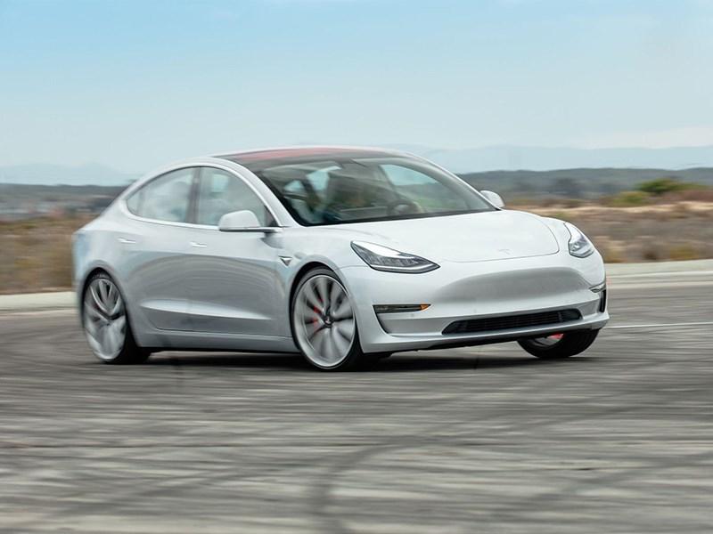 В компании Tesla занялись дрифтом