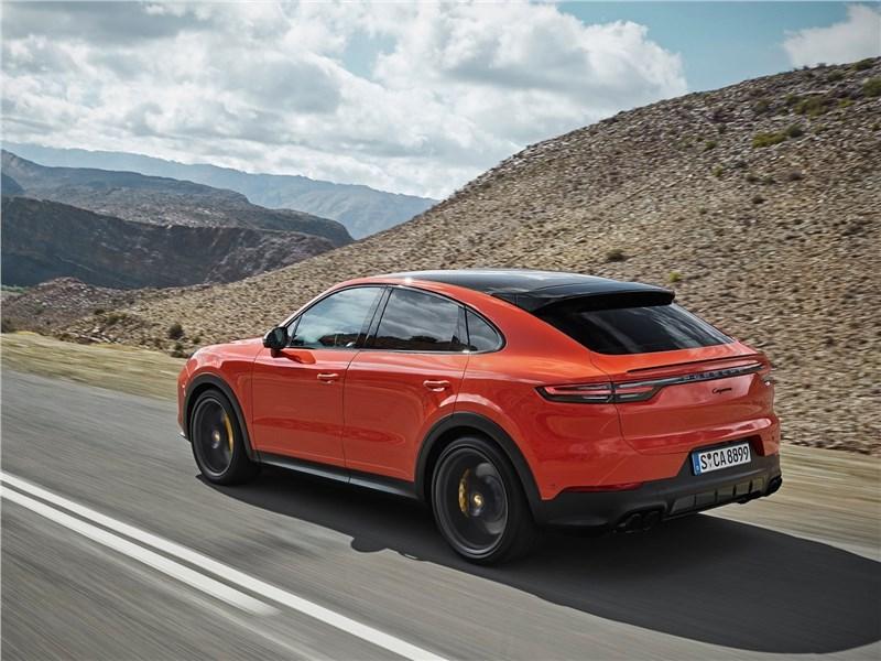 Porsche Cayenne Coupe 2020 вид сзади