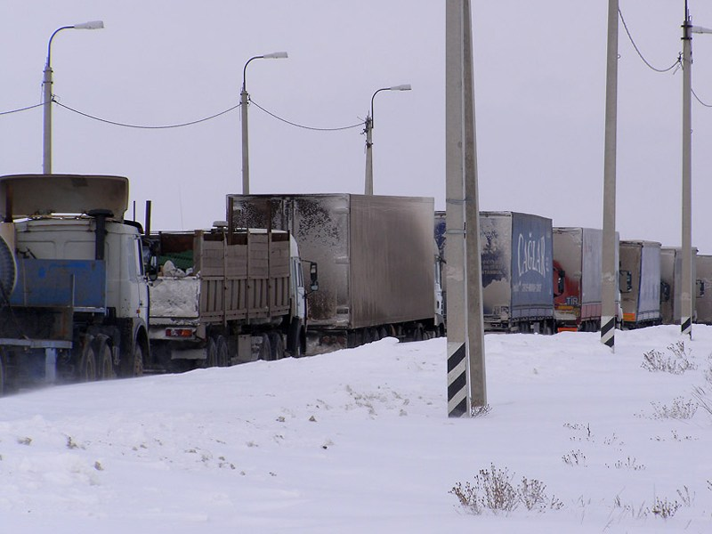Грузовики создают пробки на подъездах к МКАД
