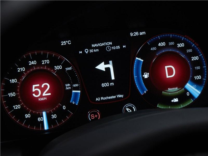 Aston Martin Rapide E 2020 приборная панель