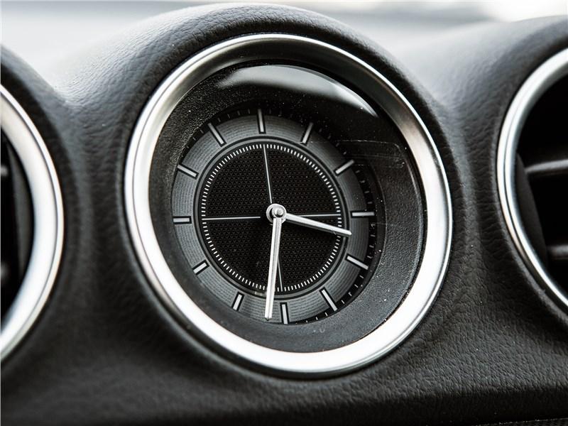 Suzuki Vitara 2019 салонные часы