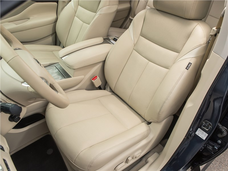 Nissan Murano 2019 передние кресла