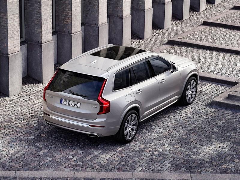 Volvo XC90 2020 вид сзади сверху