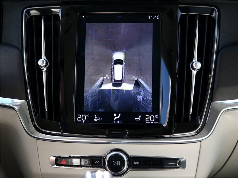 Volvo V90 Cross Country 2017 монитор