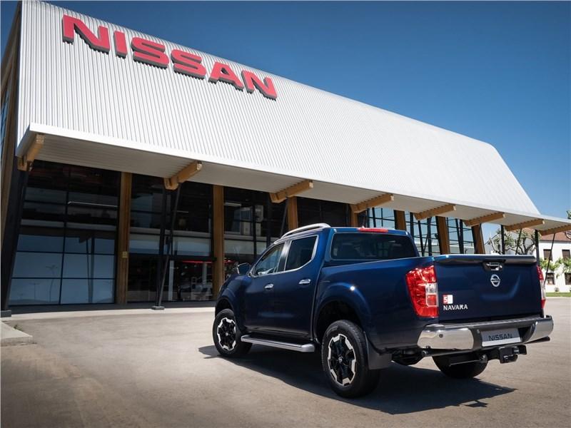 Nissan Navara 2020 вид сзади