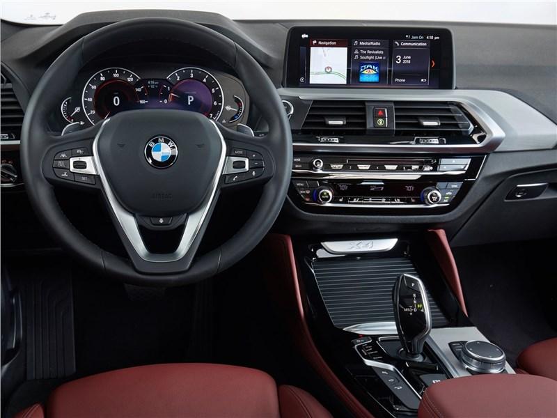 BMW X4 2019 водительское место