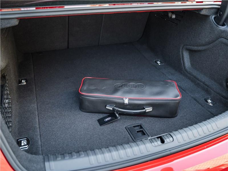 Audi A6 55 TFSI quattro 2019 багажное отделение
