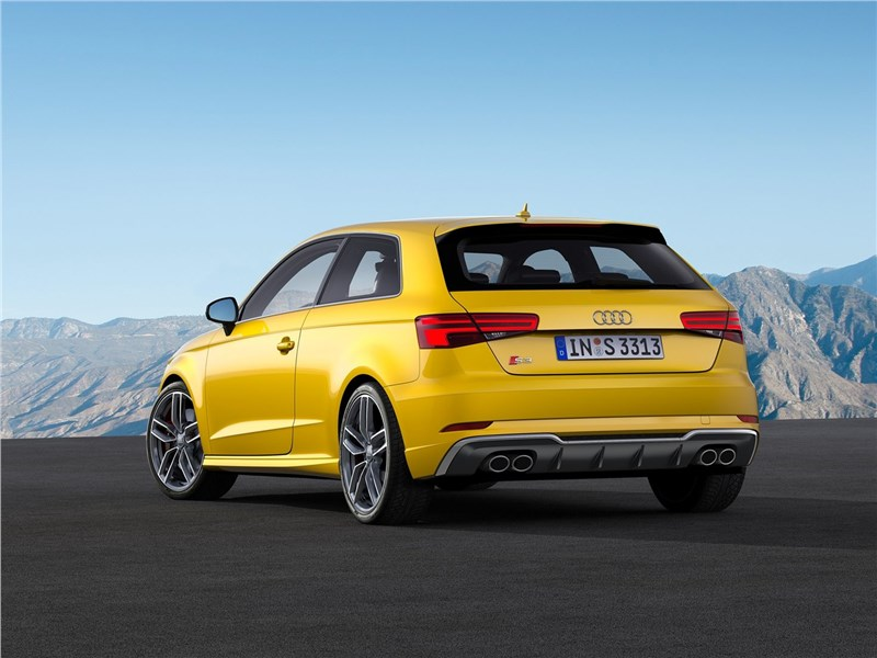 Audi S3 2017 вид сзади