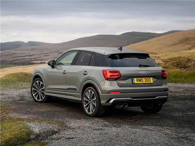 Audi SQ2 2019 вид сзади