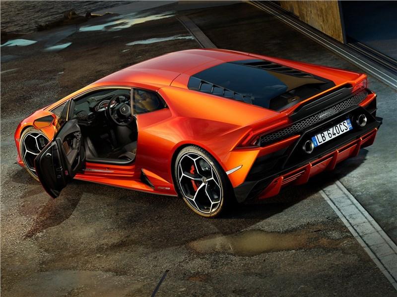 Lamborghini Huracan Evo 2019 вид сбоку сзади