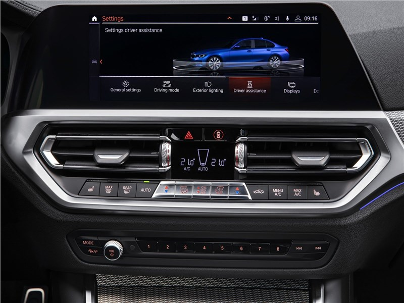 BMW 3-Series 2019 центральная консоль