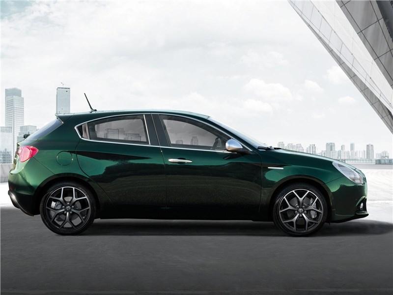 Alfa Romeo Giulietta 2019 вид сбоку