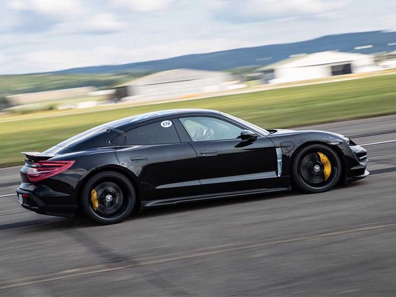 В Porsche назвали дату премьеры купе Taycan Фото Авто Коломна