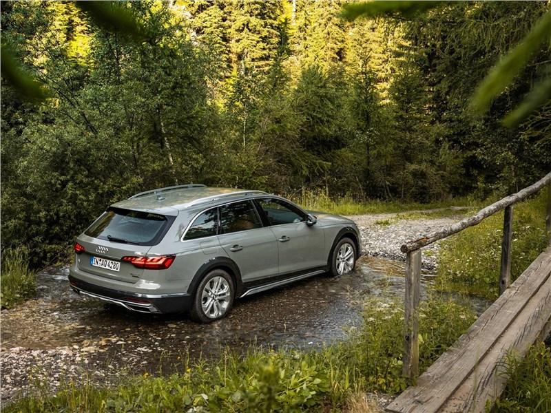 Audi A4 allroad quattro 2020 вид сзади сверху