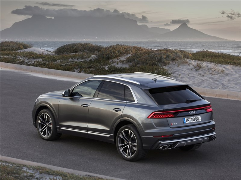 Audi SQ8 TDI 2020 вид сзади