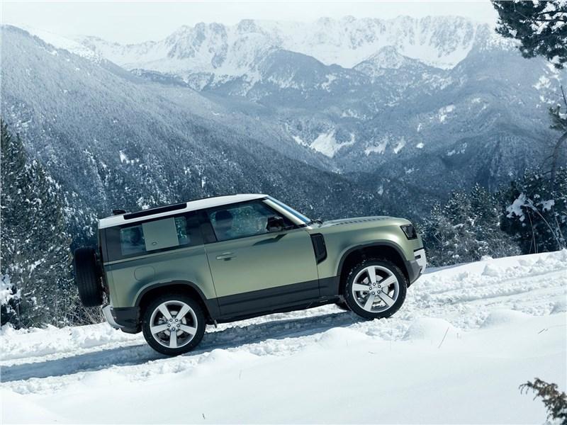 Land Rover Defender 90 2020 вид сбоку