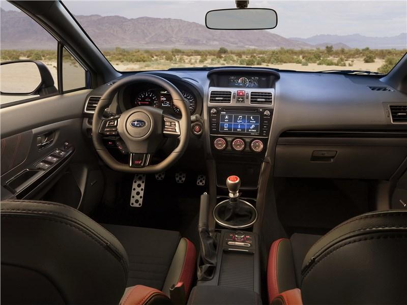 Subaru WRX 2018 салон