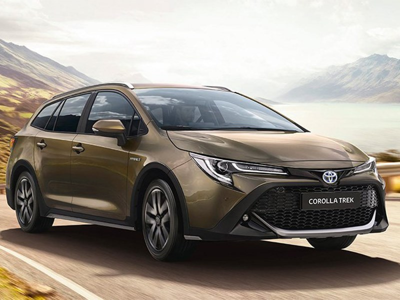 Новая Toyota Corolla стала похожа на Lada Vesta SW Cross