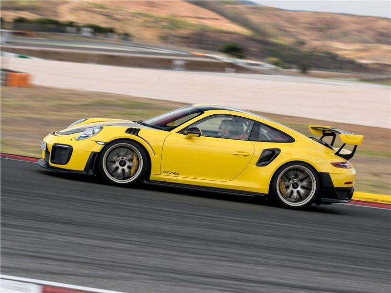 Porsche 911 GT2 RS 2018 вид сбоку