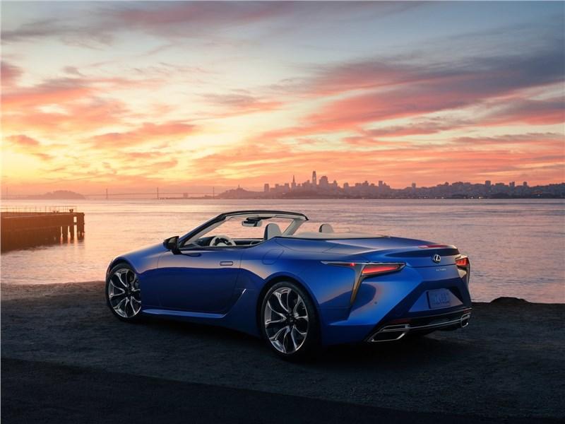 Lexus LC 500 Convertible 2021 вид сзади