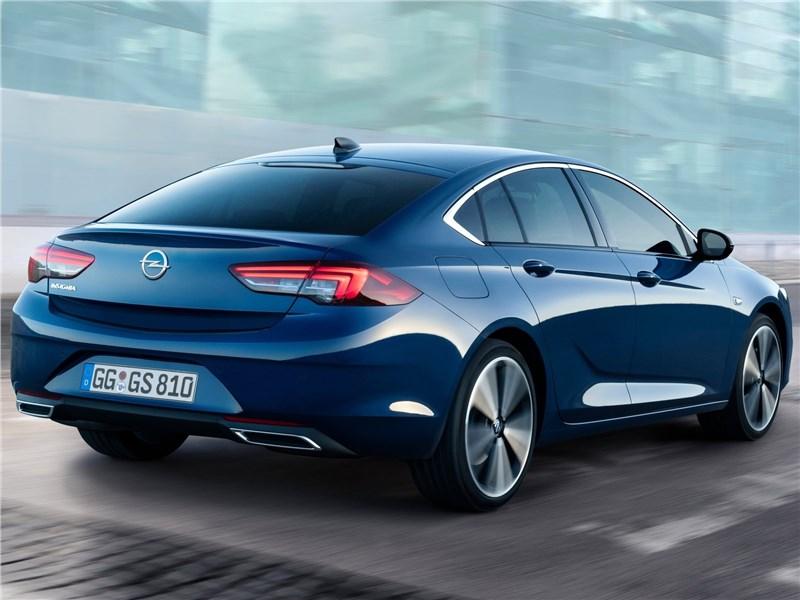 Opel Insignia 2020 вид сзади
