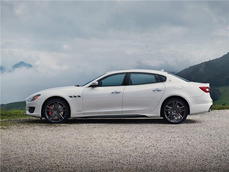 Maserati Quattroporte 2019 вид сбоку
