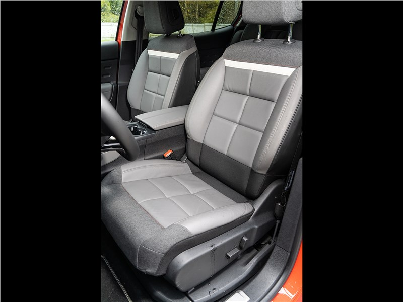 Citroen C5 Aircross Hybrid 2020 передние кресла