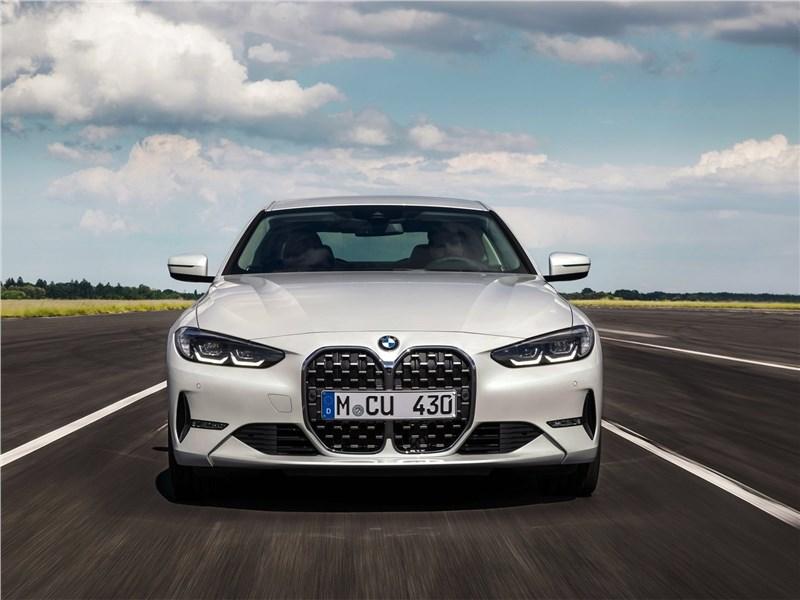 BMW 4-Series Coupe 2021 вид спереди