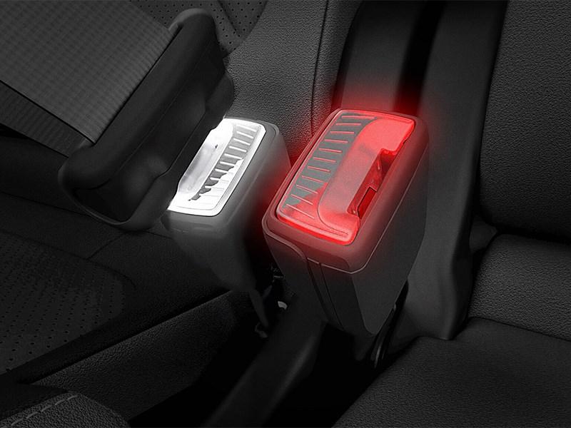 Skoda придумала «умный» фиксатор ремня безопасности с цветовой индикацией