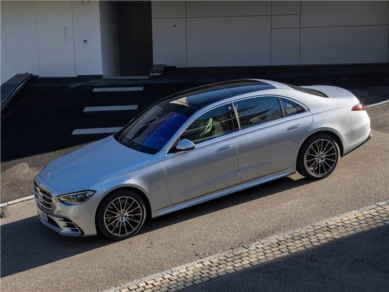 Mercedes-Benz S-Class (2021) вид сбоку