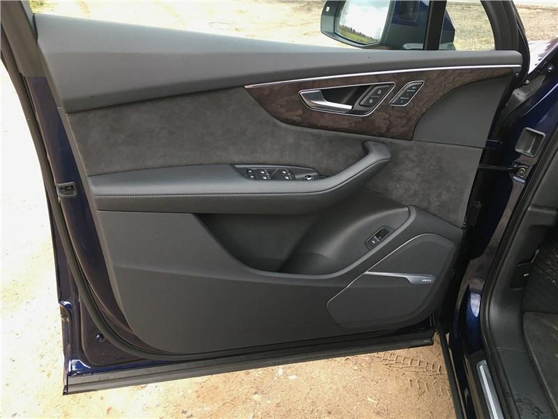 Audi Q7 (2020) дверь