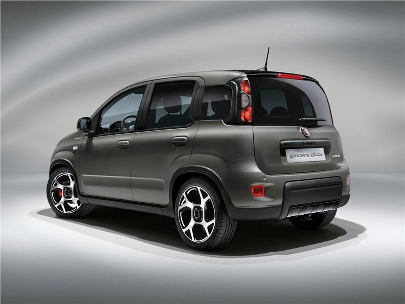Fiat Panda (2021) вид сзади
