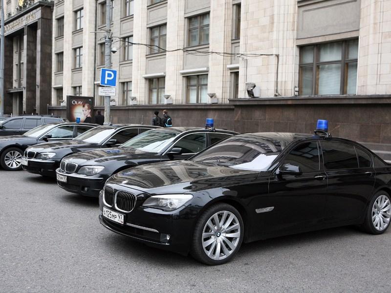 В Госдуме отстаивают право чиновников на персональный автомобиль