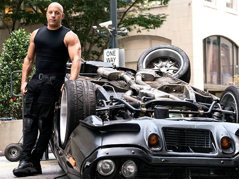 Кто из актеров разбил больше всего машин