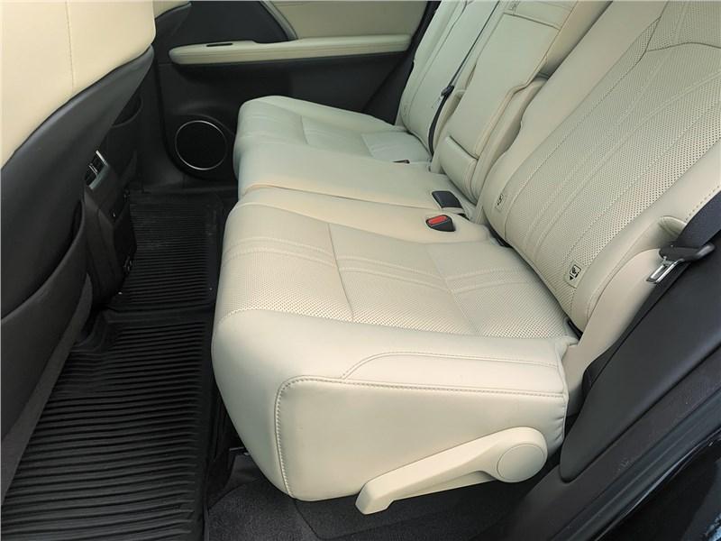 Lexus RX (2020) задний диван