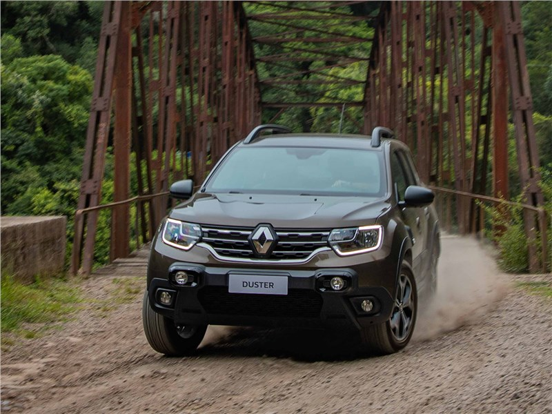 Renault Duster (2021) вид спереди