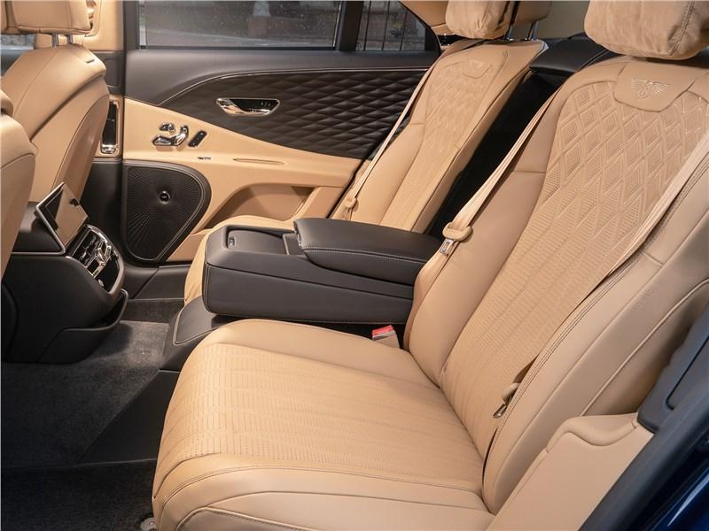 Bentley Flying Spur (2020) салон