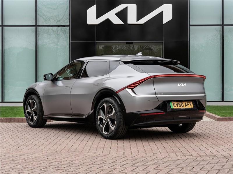 Kia EV6 (2022) вид сзади