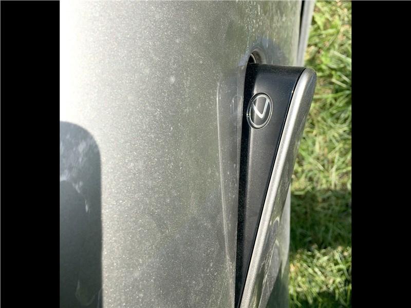 Lexus LC 500 (2021) ручка двери